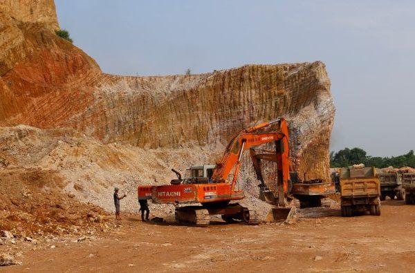 Mỏ đất xã Phú Sơn