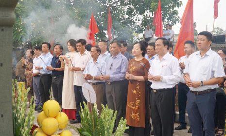Dâng hương tưởng niệm 73 năm ngày Thương binh liệt sỹ tại Nghĩa trang liệt sỹ Hàm Rồng
