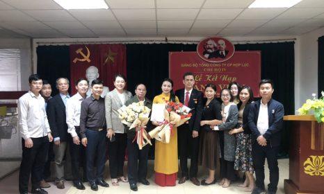 Chi bộ 4 – Đảng bộ Tổng Công ty Cổ phần Hợp Lực kết nạp cho Đảng viên mới và trao huy hiệu Đảng