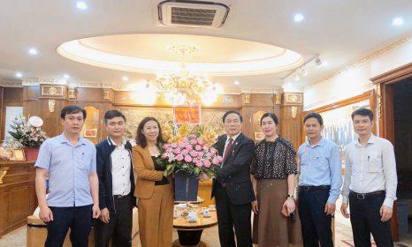 Các đoàn đến thăm và chúc mừng 66 năm ngày Thầy thuốc Việt Nam